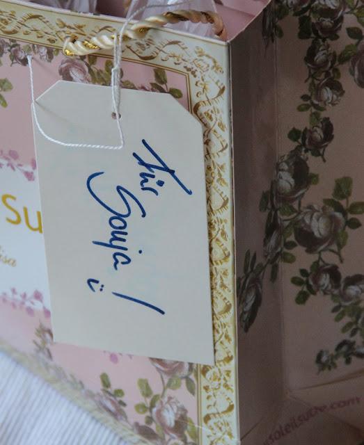 Tüte mit Namensschildchen