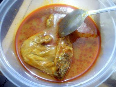 Ayam dan Bumbu Gulai Ayam Khas Restumande