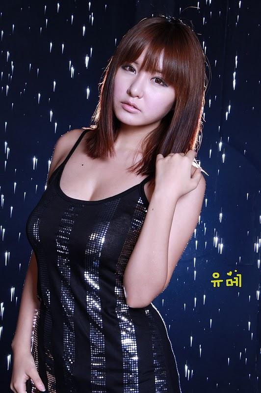 Ryu Ji Hye in Mini Dress
