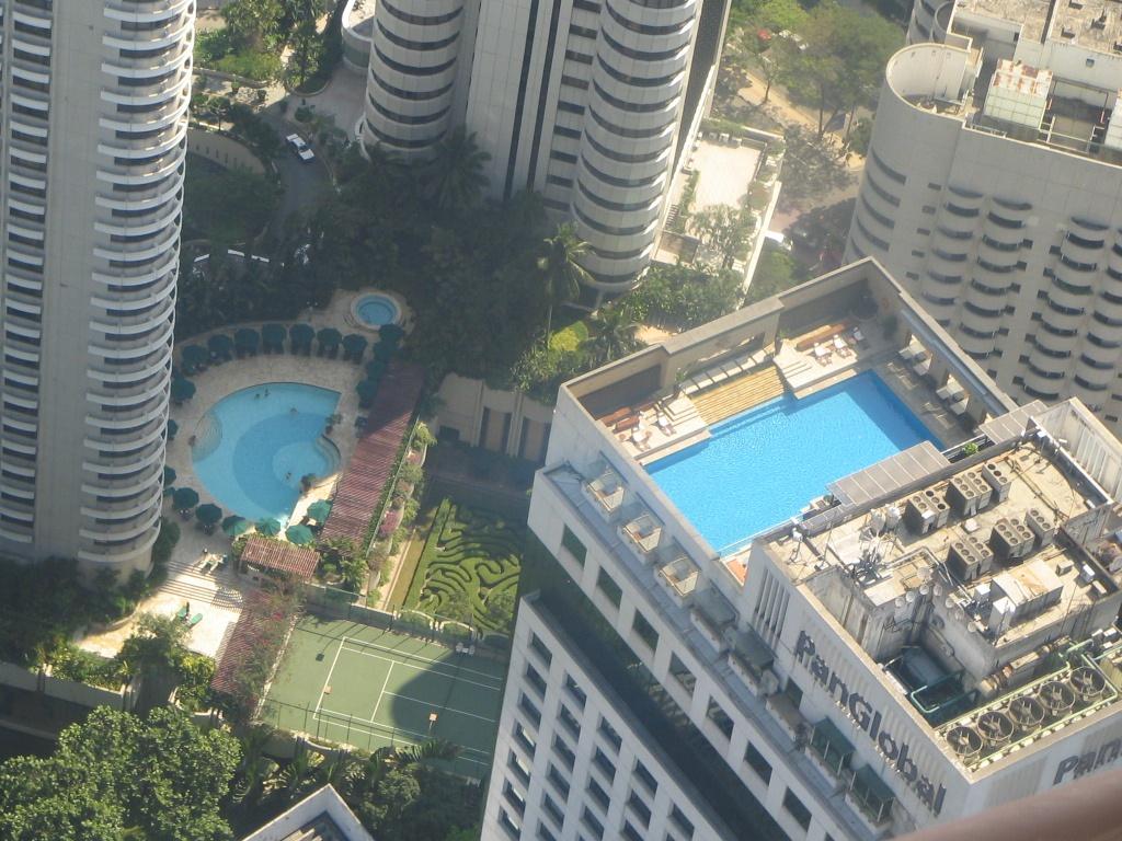 Le tour du monde des piscines mars 2013 for Piscine sur toit garage