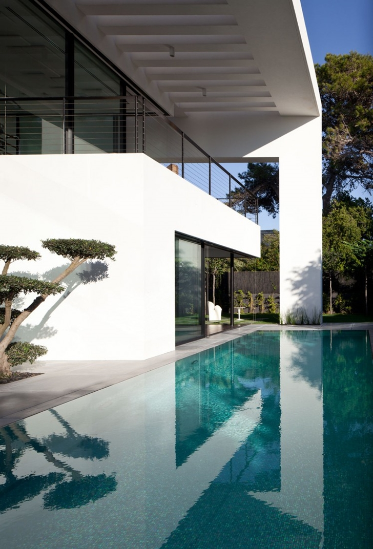 Swimming pool of Modern Bauhaus Mansion In Israel