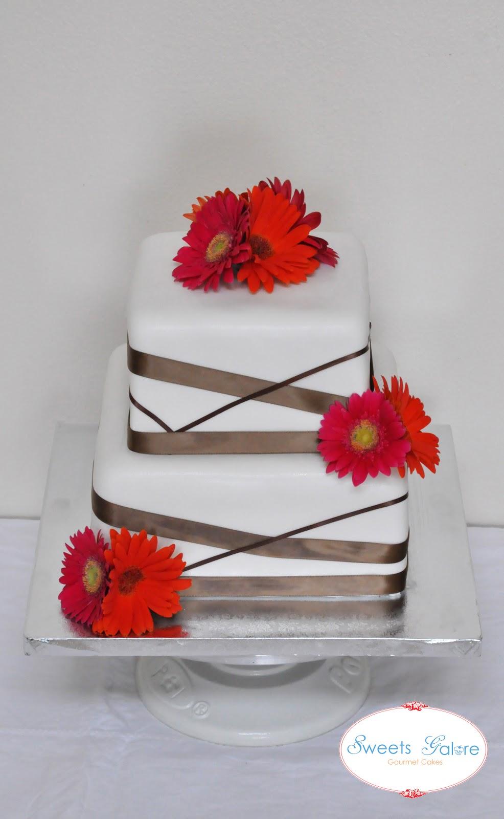 Sweets Galore Modern Daisy Wedding Cake