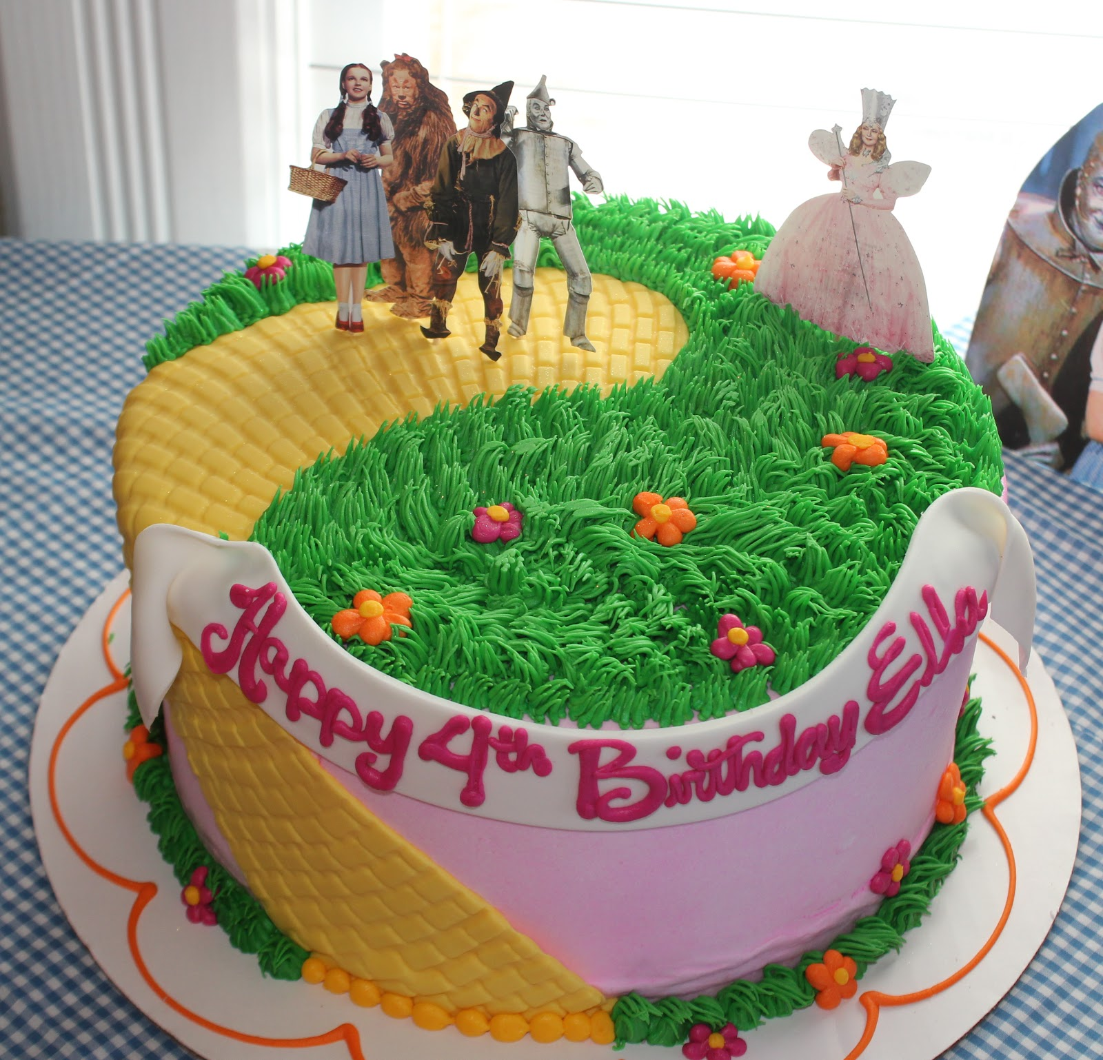 It was a Wizard of Oz theme and everything was so cute. Isnu0027t this the cutest cake EVER? & Kellyu0027s Korner: Follow the Yellow Brick Road