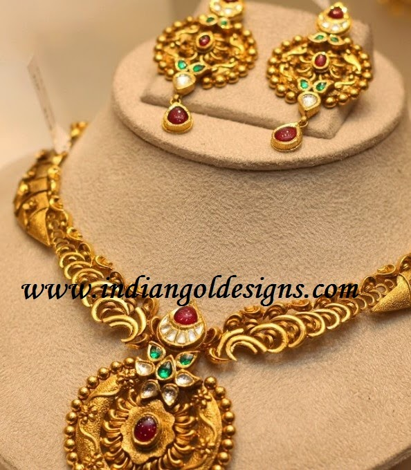 Gold and Diamond jewellery designs gold kundan necklace set