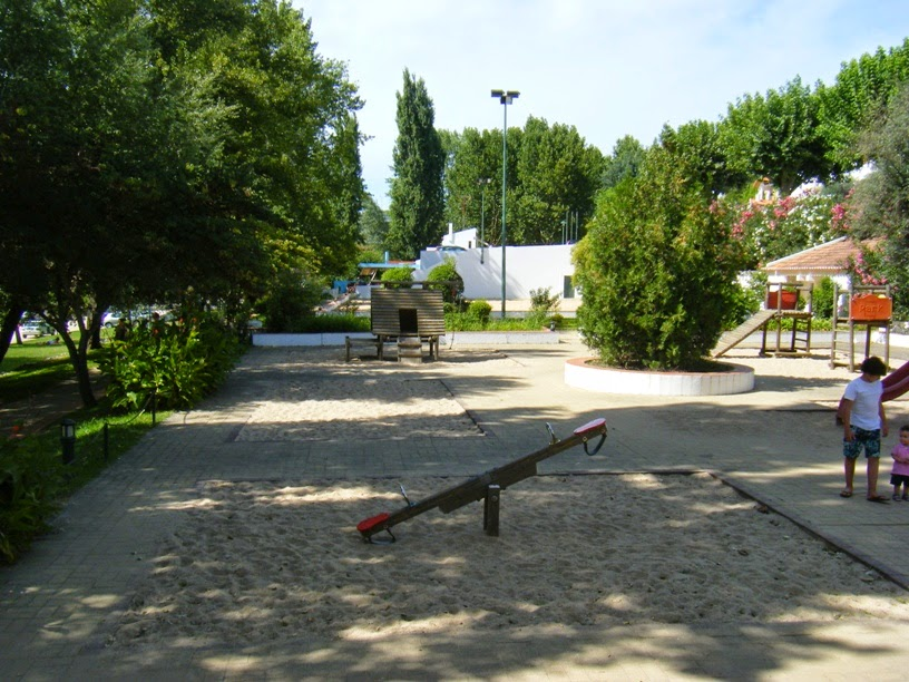Parque infantil na zona de lazer de Constânça