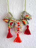 http://thelittletreasures.blogspot.mk/2015/09/embrodiered-necklace-diy.html