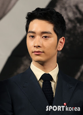 It has been revealed that 2PM Hwang Chansung suffered an injury while    Hwang Chansung 2013