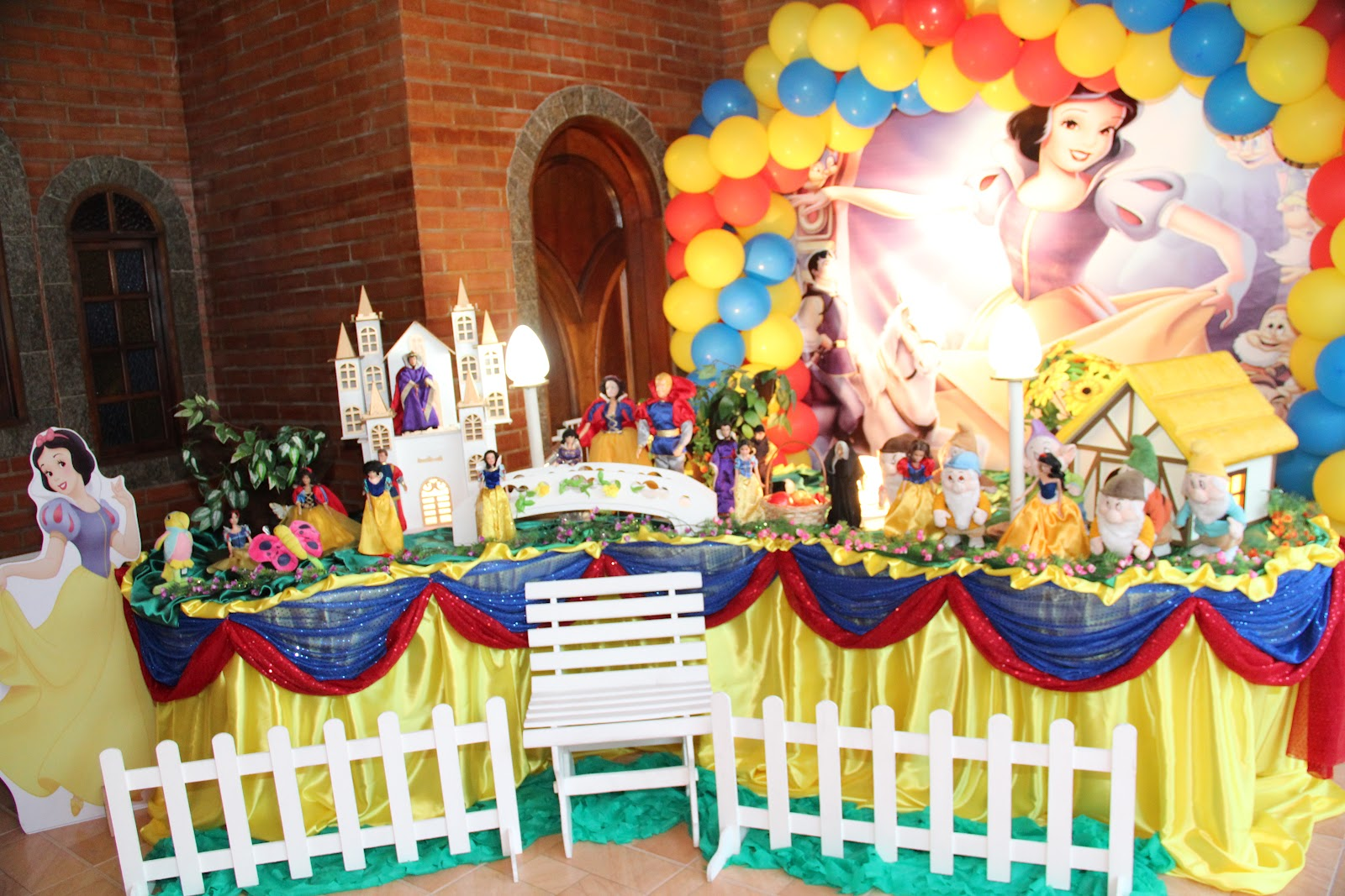 decoracao festa infantil tema branca de neve:tema de festa infantil da Branca de Neve e os sete anões