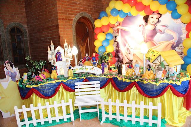 tema de festa infantil da Branca de Neve e os sete anões - aniversário na Barra da Tijuca RJ
