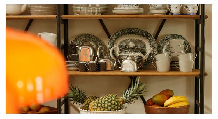 Views bed breakfast con encanto en lisboa la casa das for Alacenas antiguas decapadas