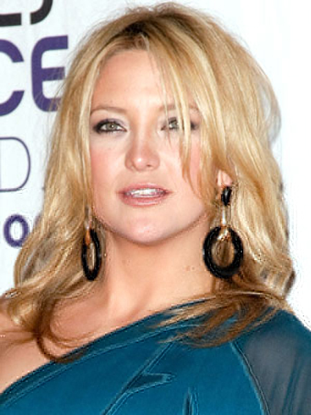 A messy part and rolled under layers keep Kate Hudson's hairstyle looking tousled and sexy.