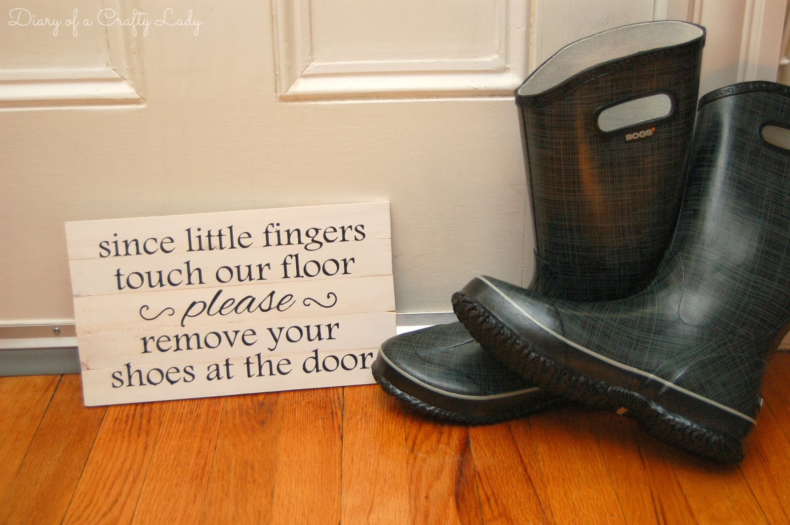 http://craftyladylindsay.blogspot.com/2014/01/please-remove-your-shoes-sign-made-with.html