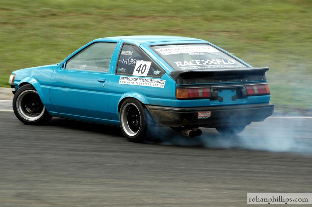 Toyota+Sprinter+AE86+drifting+Mallala+2005+4.jpg