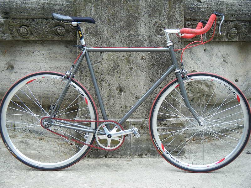yuk,,, langsung saja berikut adalah foto-foto modifikasi sepeda fixie ...
