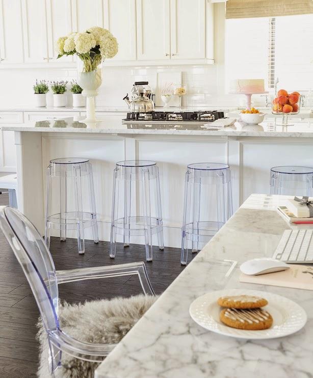 Small And Cozy Kitchen Ideias De Fim De Semana: Blanco Interiores: Beleza Calma