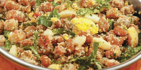 Receita de Feijão tropeiro com ovos