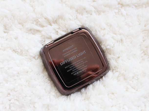 hourglass ambient lighting powder swatch diffused light nc30