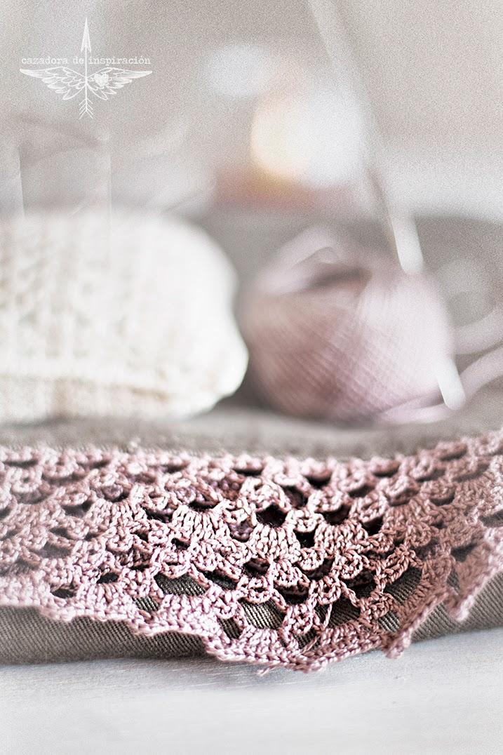 Decorating a dress/ crochet/ Cazadora de inspiración © Anna Tykhonova