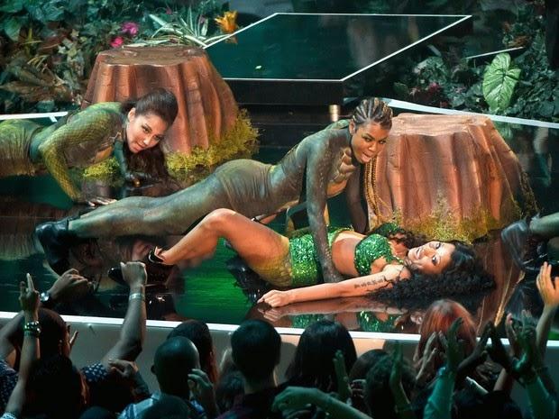 Nicki Minaj in 'Anaconda' performance