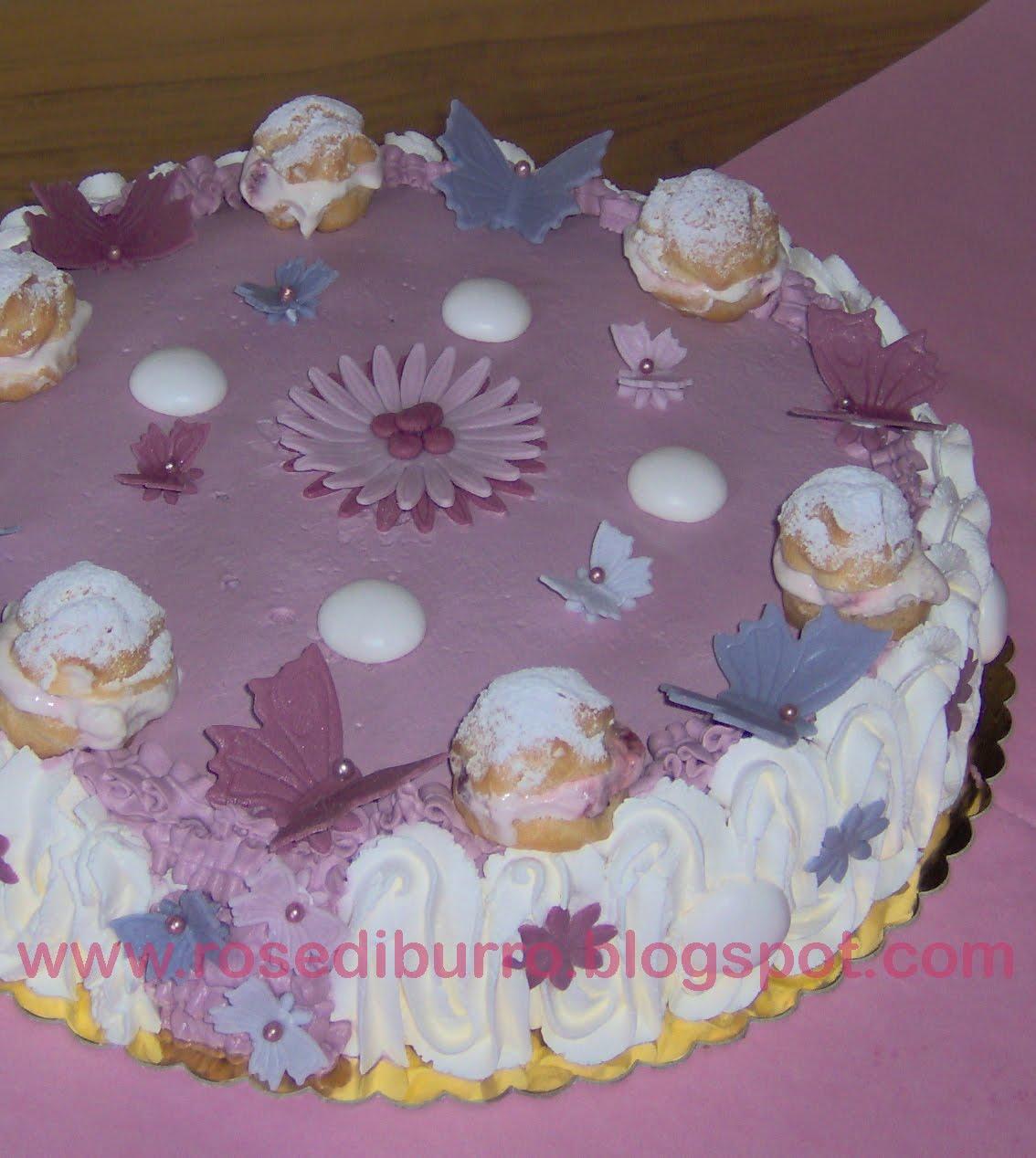 Rose Di Burro Guarda Alcune Torte Di Compleanno Adulti