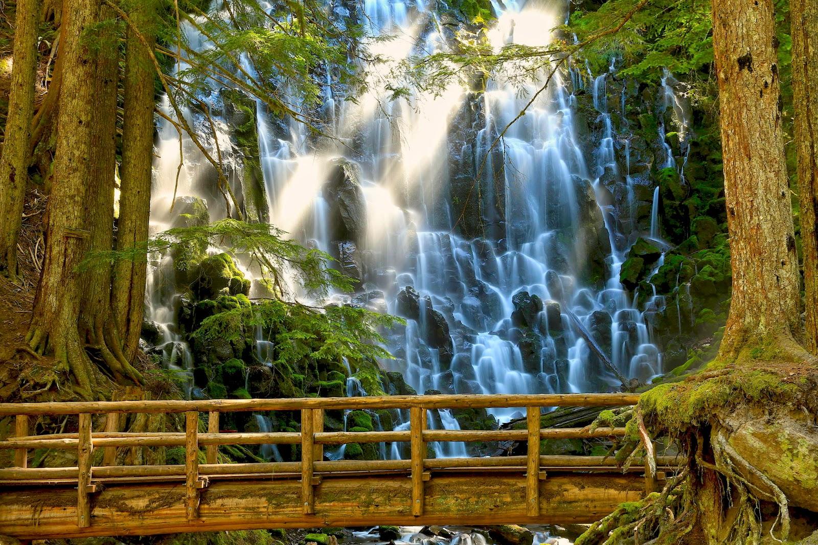 http://3.bp.blogspot.com/-lEeDkbfvVjI/UlyvpUwrpVI/AAAAAAAB7CE/kHp3WxYCeJ4/s1600/2-fotos-de-cascadas-en-paisajes-naturales-waterfalls-and-amazing-natural-landscapes-r%C3%ADos-rivers+(25).jpg