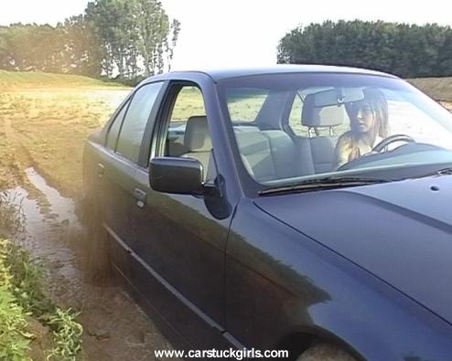 девушка буксует на BMW e36