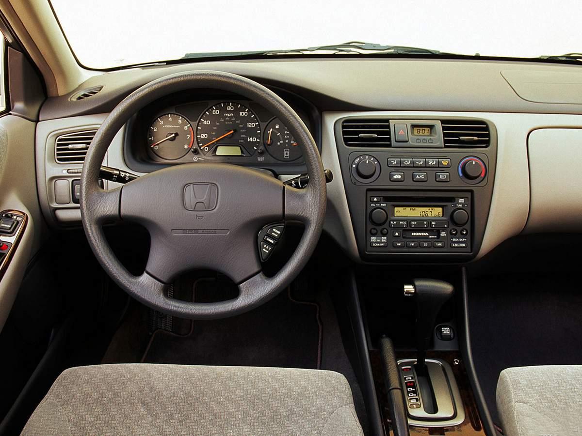 Honda Accord 2001 - interior