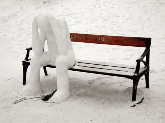 Когда еще посидишь на лавочке со снежным человеком в депрессии