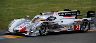 Audi R18 e-tron quattro n°2. pilotes : Tom Kristensen, Allan McNish et Loïc Duval
