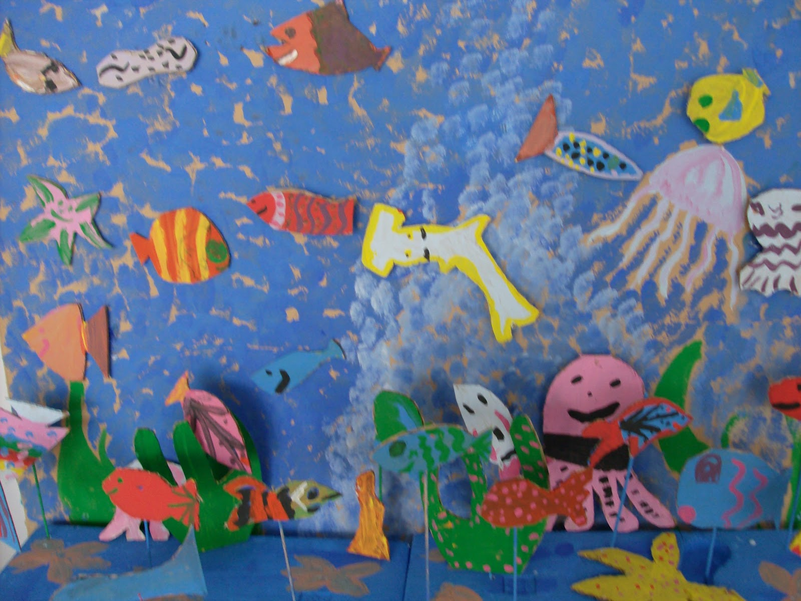 Reuse Crafts Aquarium Art Using Cardboard And Styrofoam - Ocean floor painting