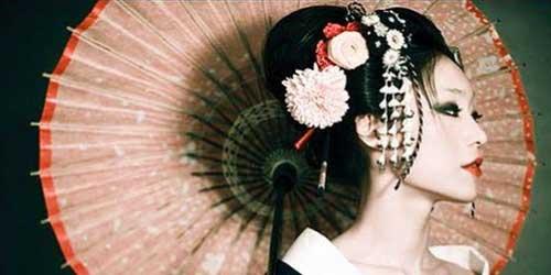 japonesa maquillada de gheisha