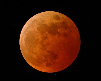 http://3.bp.blogspot.com/-lFwktYyZMOc/TfiajAwohlI/AAAAAAAAB6Q/w-OnUys8OFw/s1600/total-lunar-eclipse1.jpg