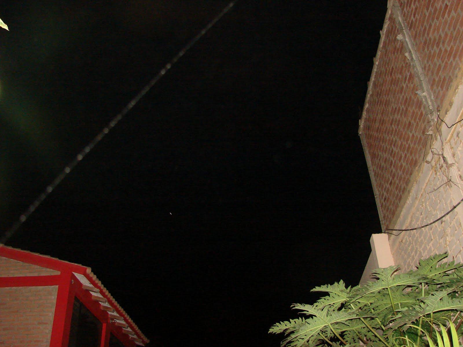 Urgente-5-mayo-6-7-8-9-10...2011 Ovni lanza lasers sobre tejado de Mi casa Huacho sec...2011