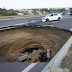 Šest ljudi mrtvo: Osam metara široka rupa progutala je auto!