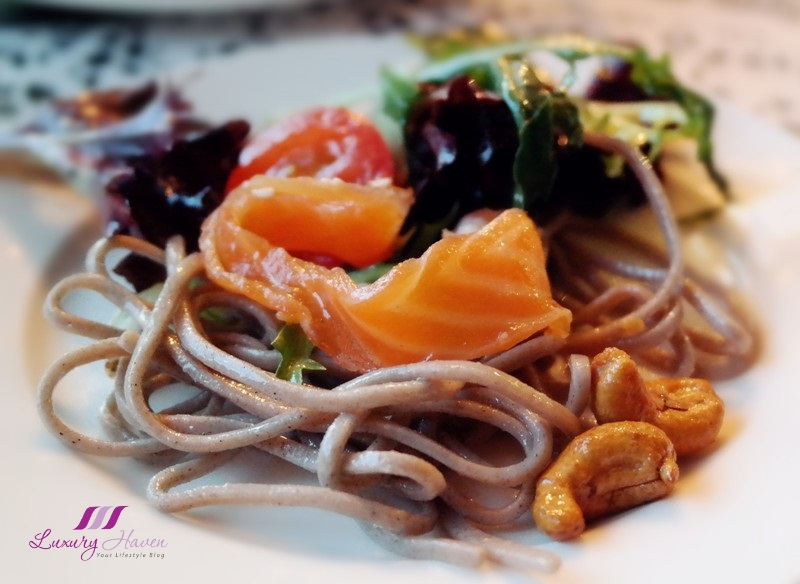arteastiq nordic lights soba salad smoked salmon review