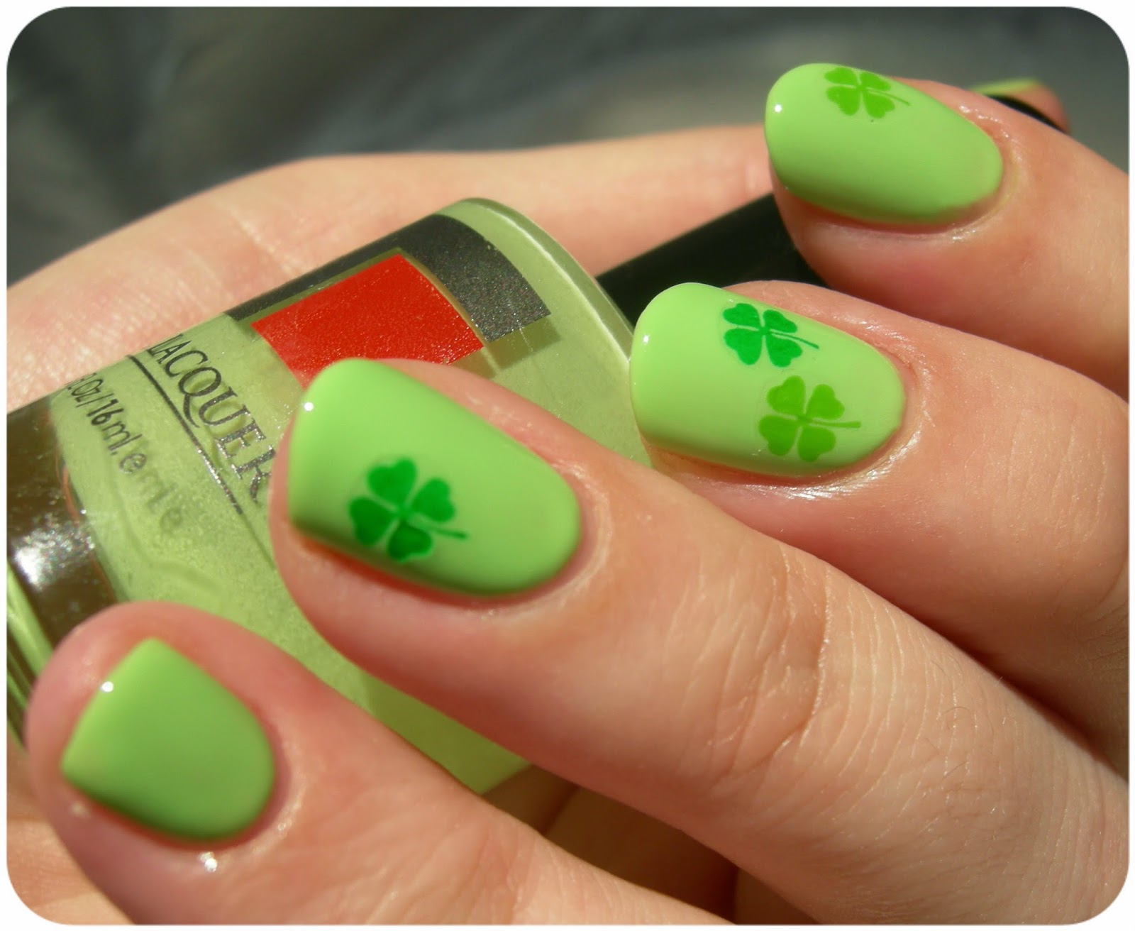Желтые с зеленым ногти фото