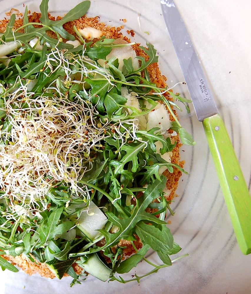 Pizza de flocons de quinoa, chèvre et roquette