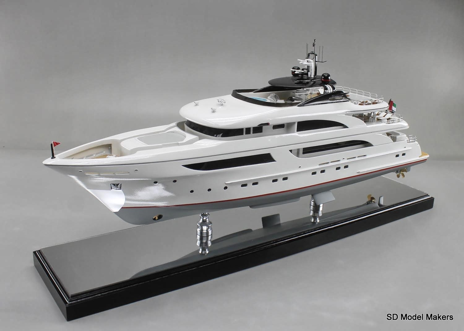 140 foot shadow yacht 1 48 scale length with for Mirror yacht