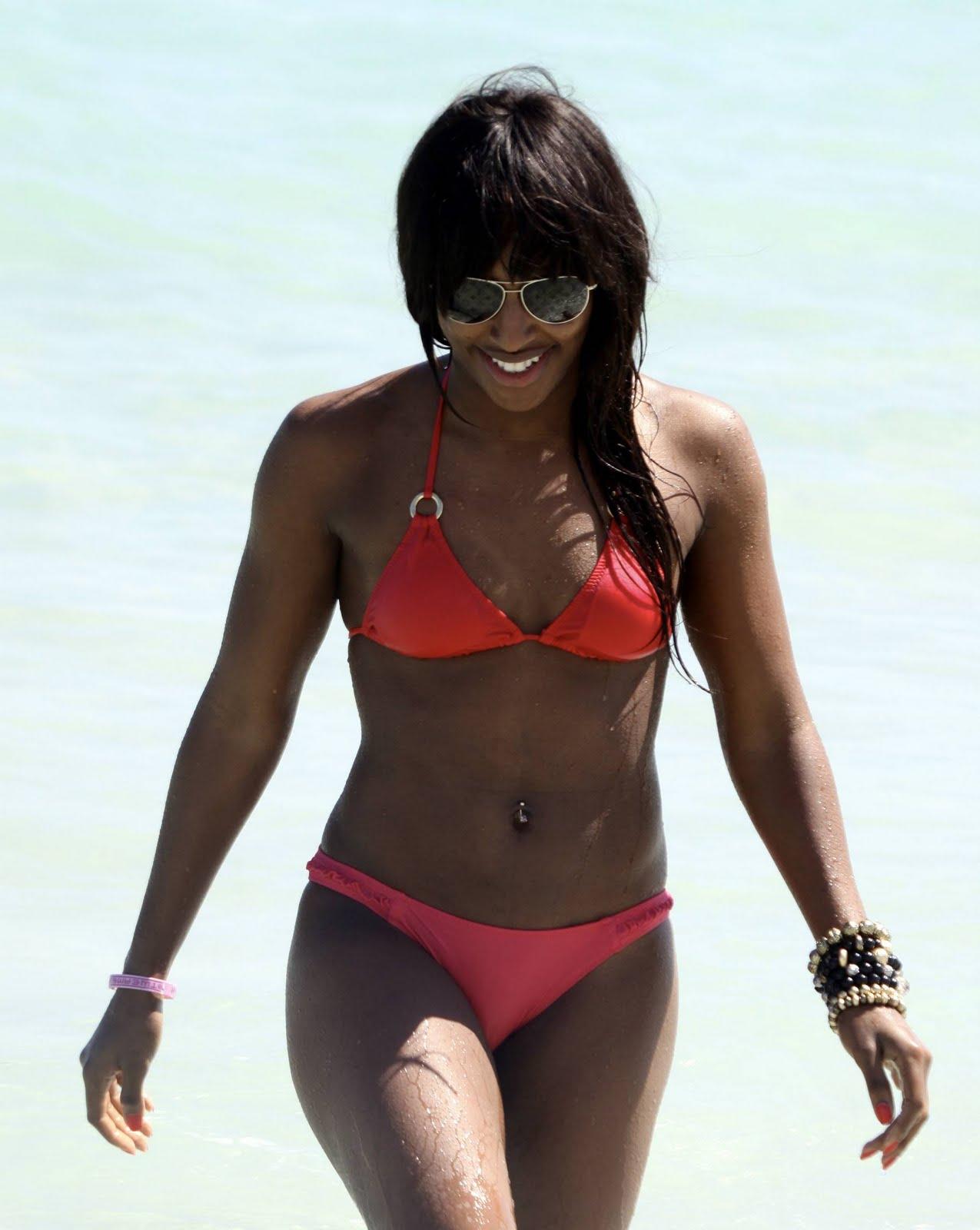 http://3.bp.blogspot.com/-lHNkUL2Avbo/TXiguSKHGbI/AAAAAAAAG0s/TavZDk4G9PU/s1600/celebskin_alexandra_burke_bikini_cleavage_ass_candids_3.jpg