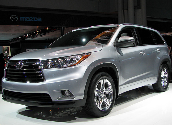All-New 2014 Toyota Highlander SUV Makes World Debut at 2013 New York