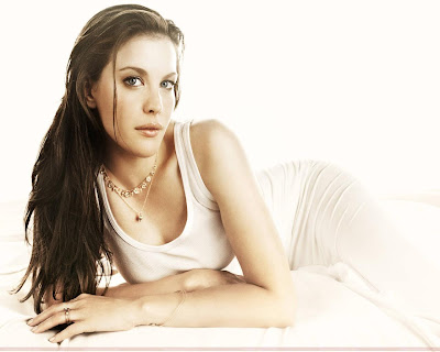 liv_tyler_hollywood_actress_hot_wallpaper_02_fun_hungama_forsweetangels.blogspot.com