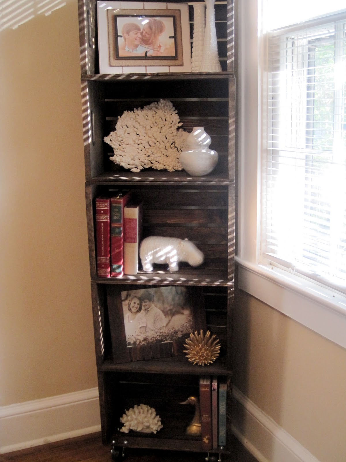 wood crate bookshelf how to life in high cotton. Black Bedroom Furniture Sets. Home Design Ideas