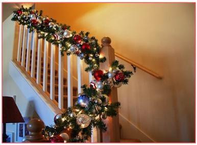 Decoraci n de las escaleras en navidad decoraci n de las for Adornos navidenos para escaleras