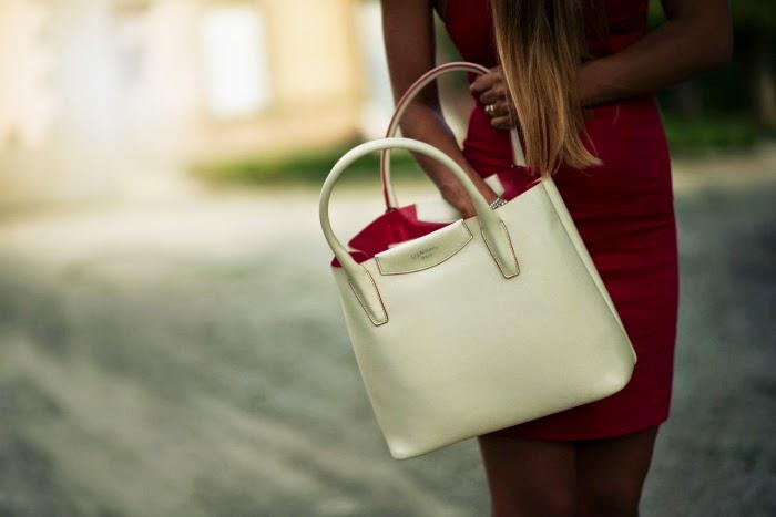 borsa bianca profili rossi