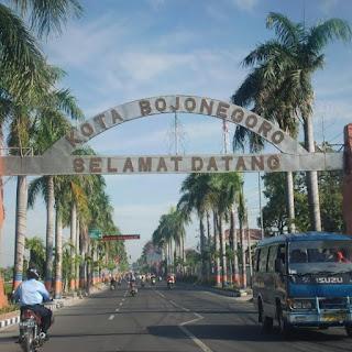 Travel Malang Juanda - Travel Malang Surabaya - Travel Malang Madiun - Travel Malang Kediri - Travel Malang Bojonegoro - Travel Malang Jombang - Gerbang masuk kota Bojonegoro