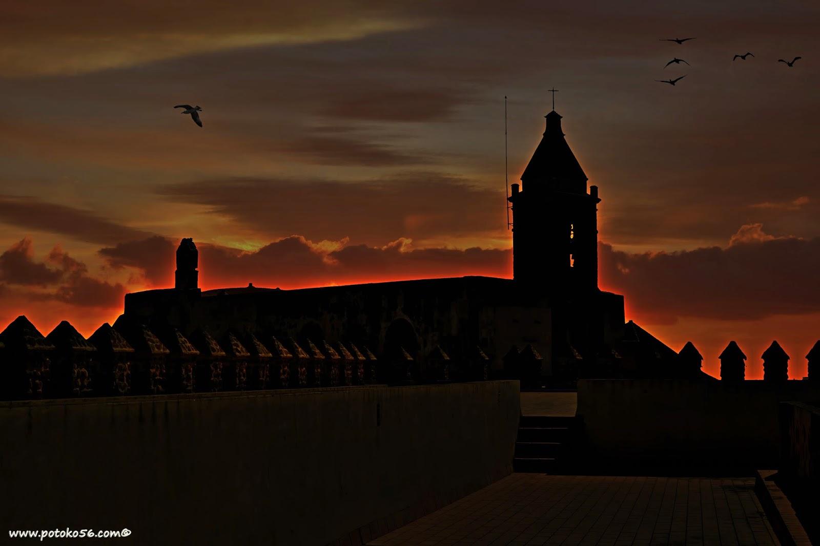 Desde el Castillo de Luna la Torre de la Parroquia en Rota