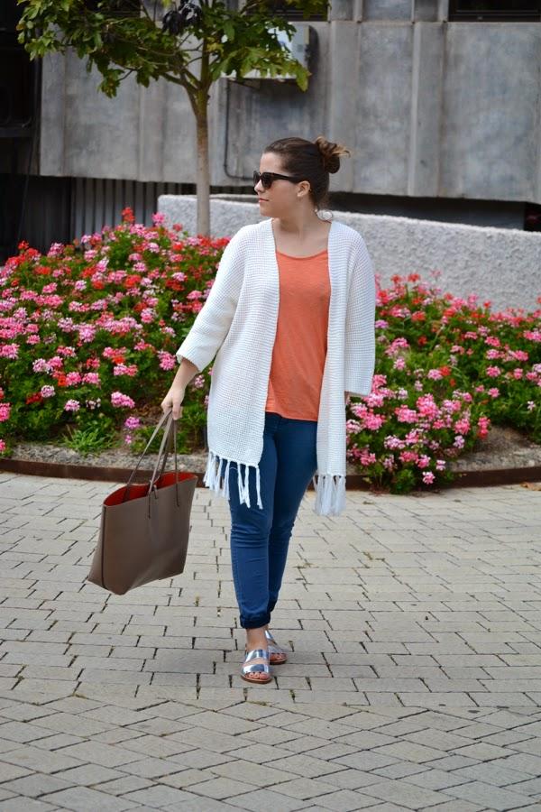 look_outfit_kimono_flecos_sandalias_plateadas_lolalolailo_05