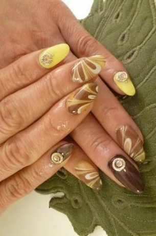 Pretty-Fall-2012-Nail-Art-Designs-5