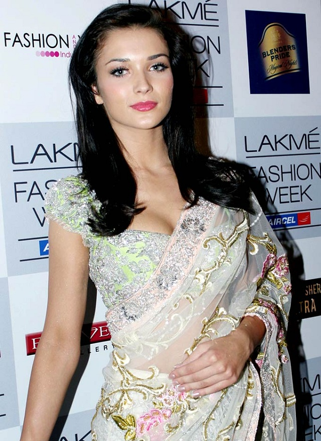 amy jackson in perfect saree picture