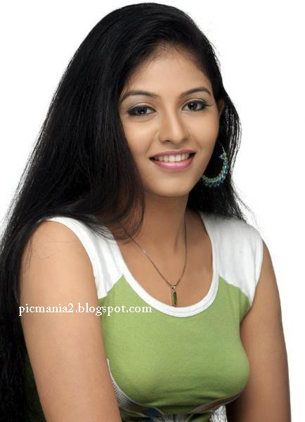 tamil actress ANJALI  hot rare sexy boobs pic